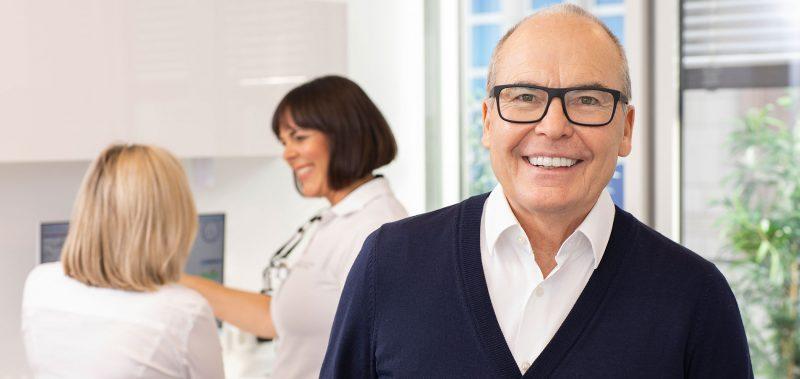 Dorothee-Jarleton-Zahnarzt-Praxis-Koeln-Schwerpunkt-Titelseite-6-Service-und-Schwerpunkt-Implantologie
